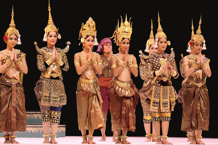 Enjoy a performance of classic Laotian music and dance